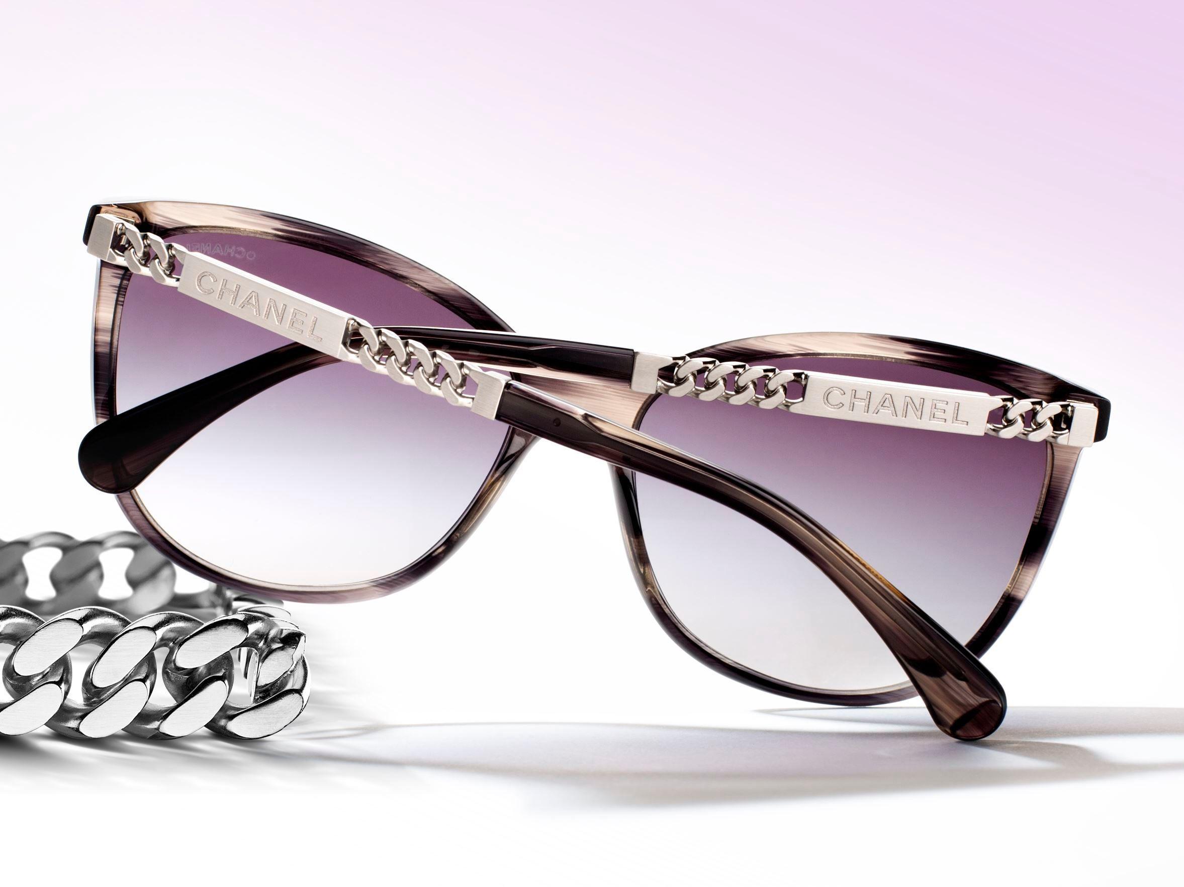 f9c25cad56660 L instant mode   les lunettes Plein Soleil de Chanel - Elle