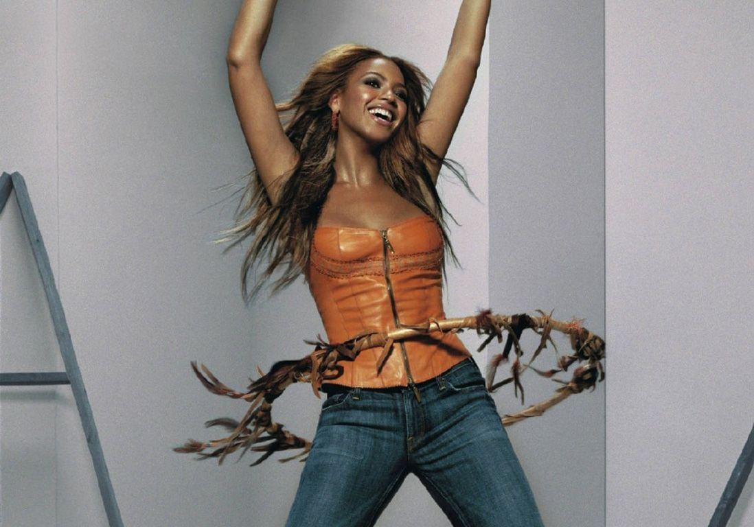 Beyoncé pratique le Hula Hoop