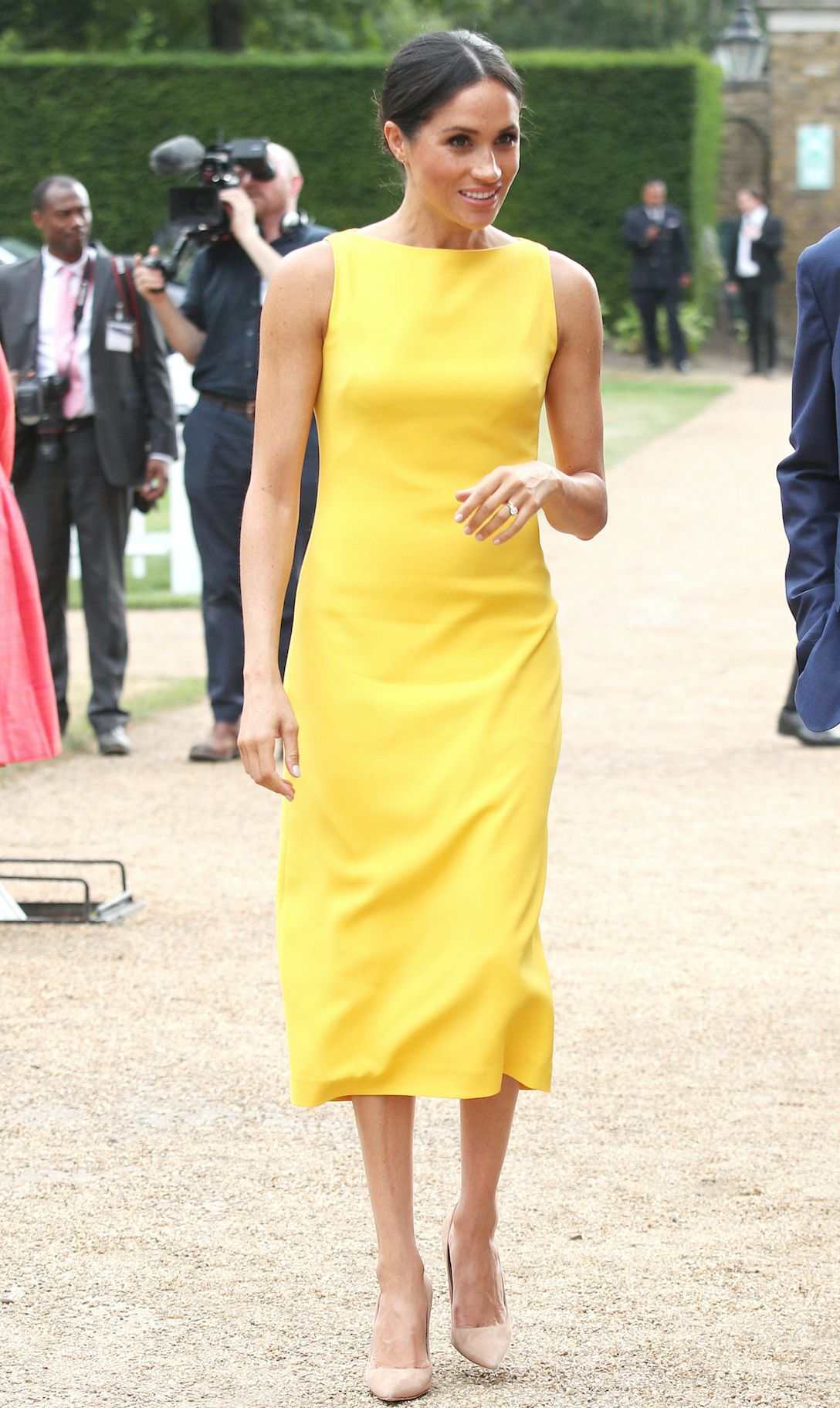 e917049d0747 URGENT   la robe jaune de Meghan Markle est à -60 % ! - Elle