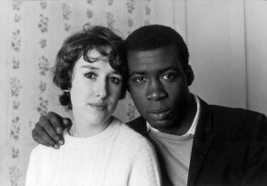 Charlie Phillips, Notting Hill Couple, 1967 c Charlie Phillips _ Akehurstcreativemanagement.com