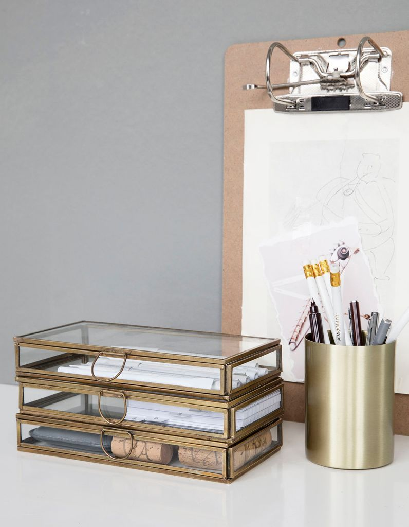 Des boîtes à bijoux détournés en rangement à poser sur le bureau