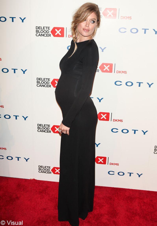 Doutzen Kroes enceinte sur tapis rouge