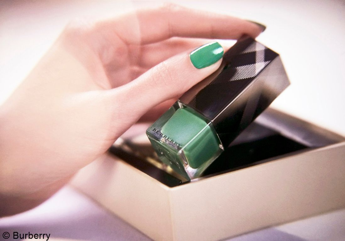 illustr Introducing the Burberry Nails Spring Summer 2014 Collectio_002