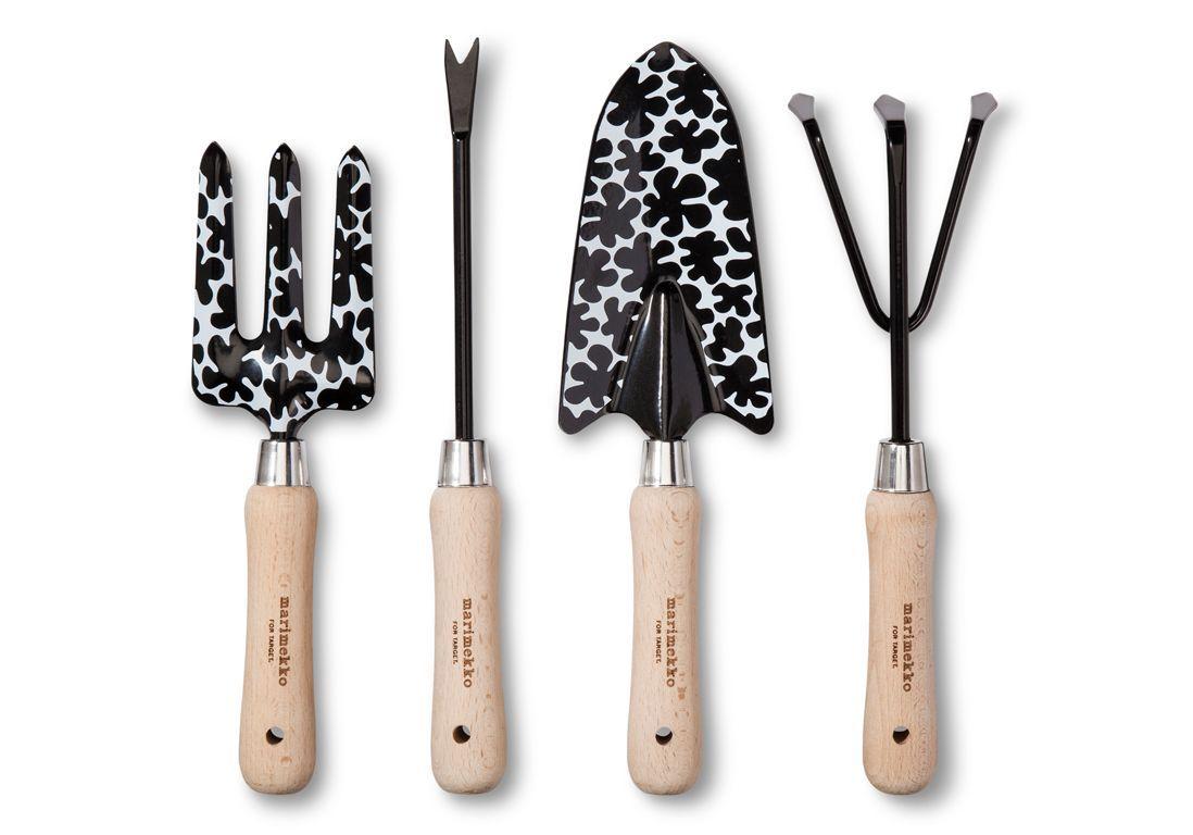 jardiner-outils-en-bois-et-metal
