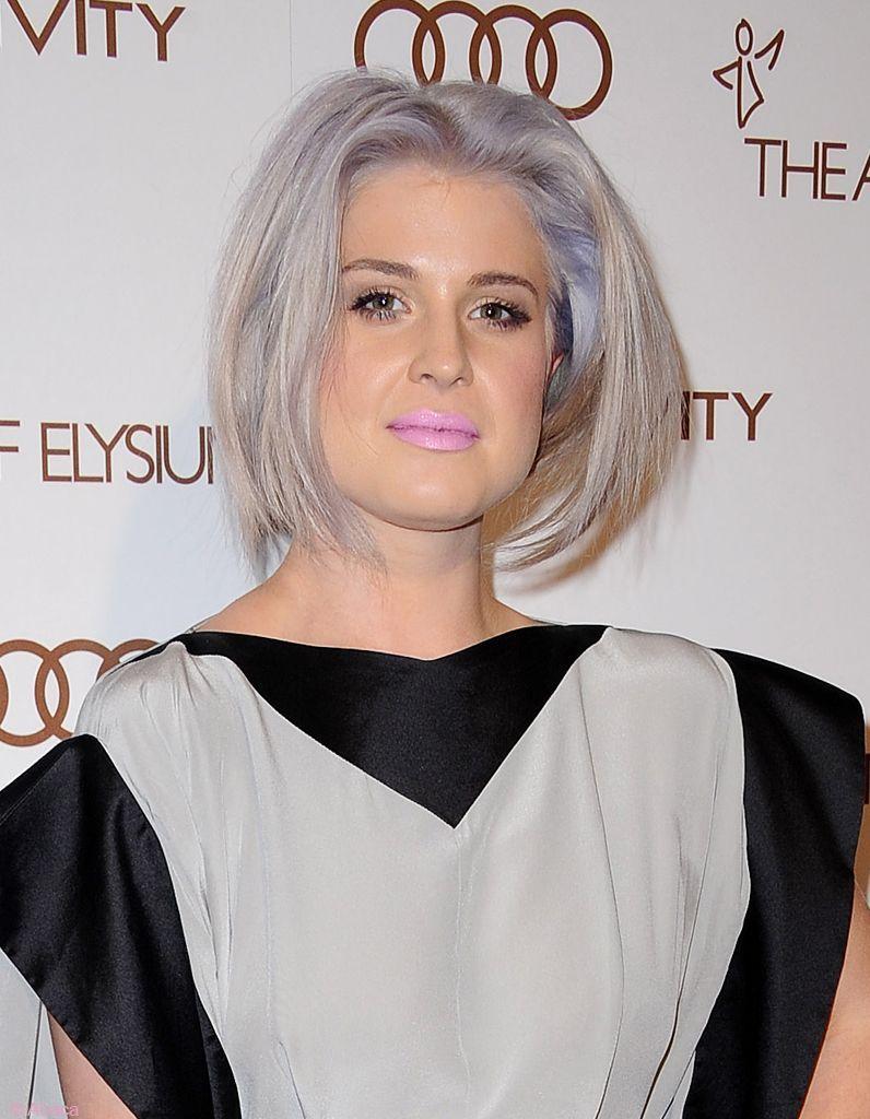 Kelly-Osbourne-cheveux-gris