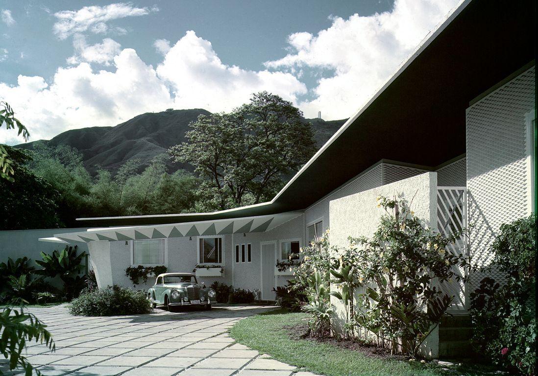 L'extérieur de la villa Arreazza à Caracas
