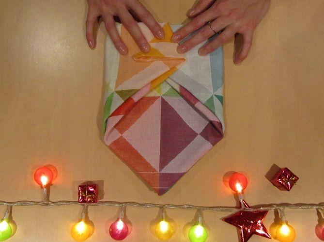Le plus poétique : plier sa serviette comme une enveloppe (image_4)