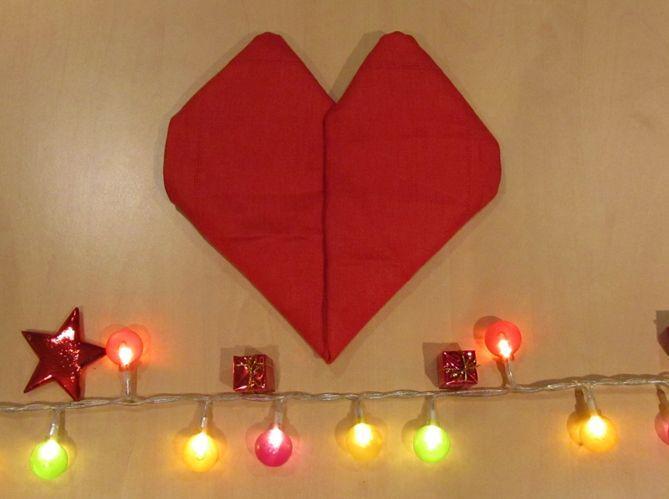 Le plus romantique : plier sa serviette en coeur (image_5)