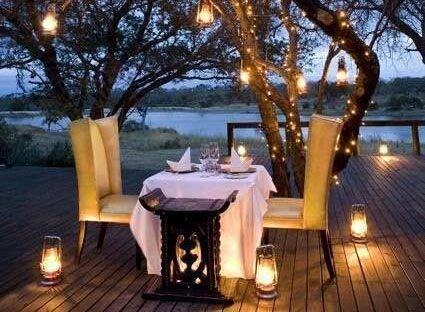 Leçon de déco : quel éclairage tamisé pour un dîner en amoureux ? (image_1)