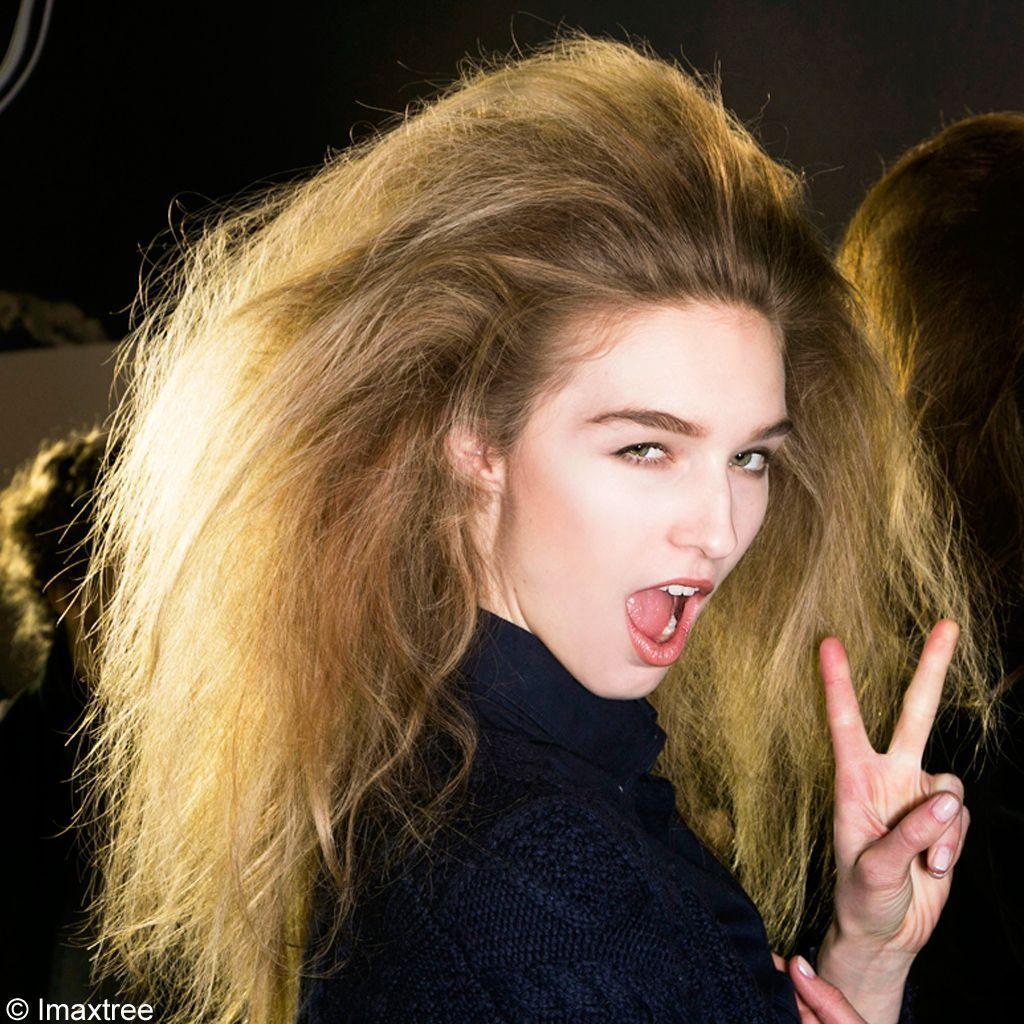 Les-cheveux-mousseux-du-défilé-Loewe
