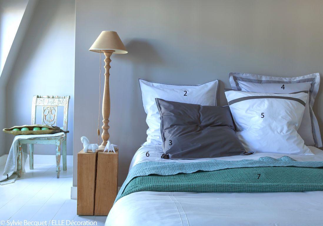 linge de lit blanc et bleu