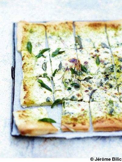 Pizza-blanche-a-la-sauge_reference