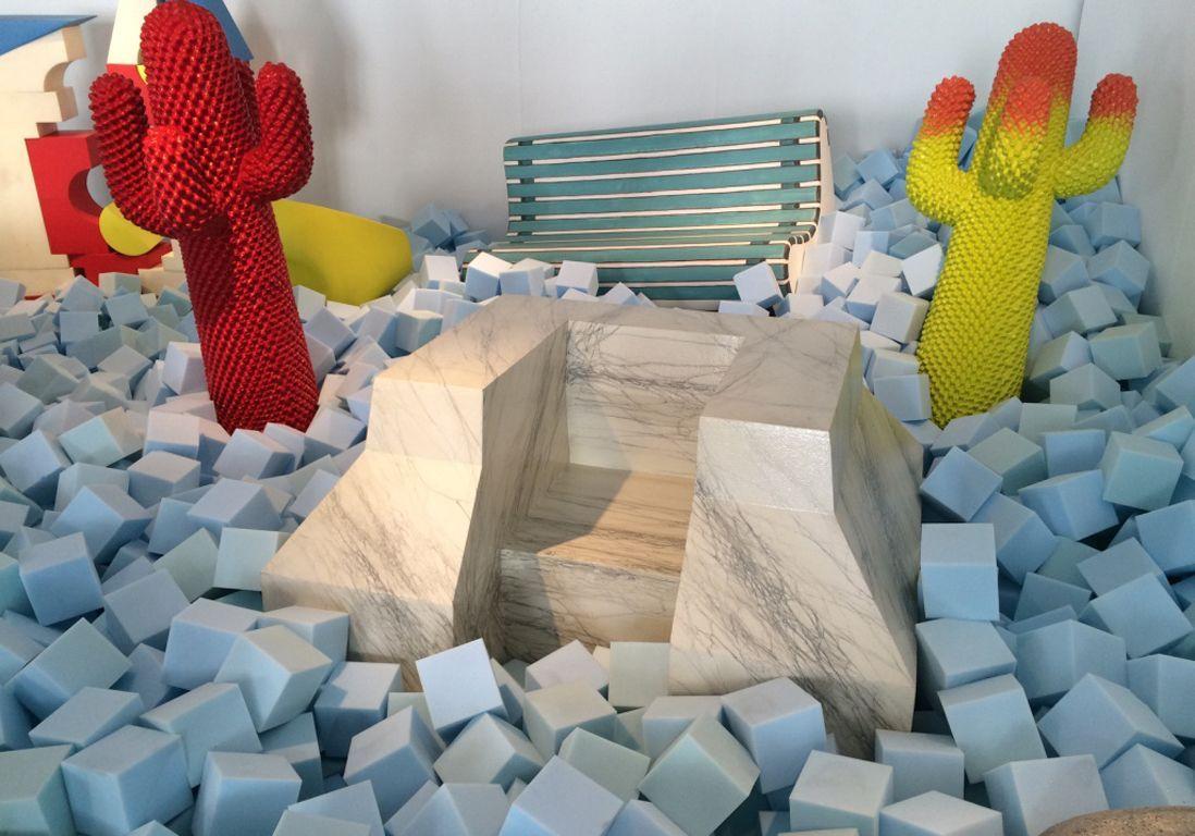 presentation-canape-marbre-alessandro-mendini