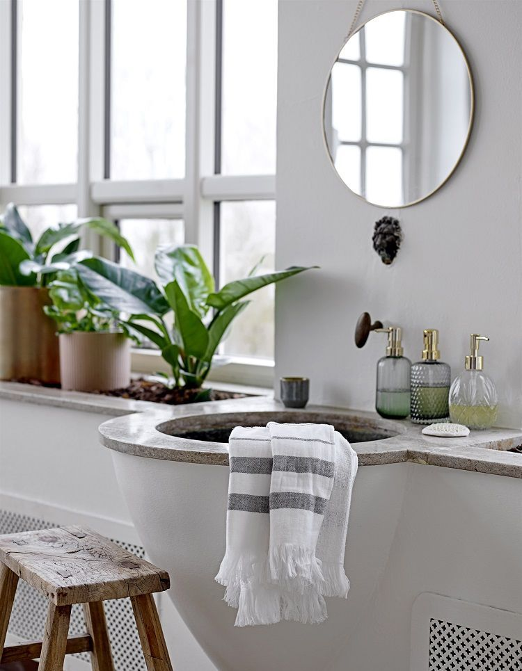 Une salle de bains Bloomingville