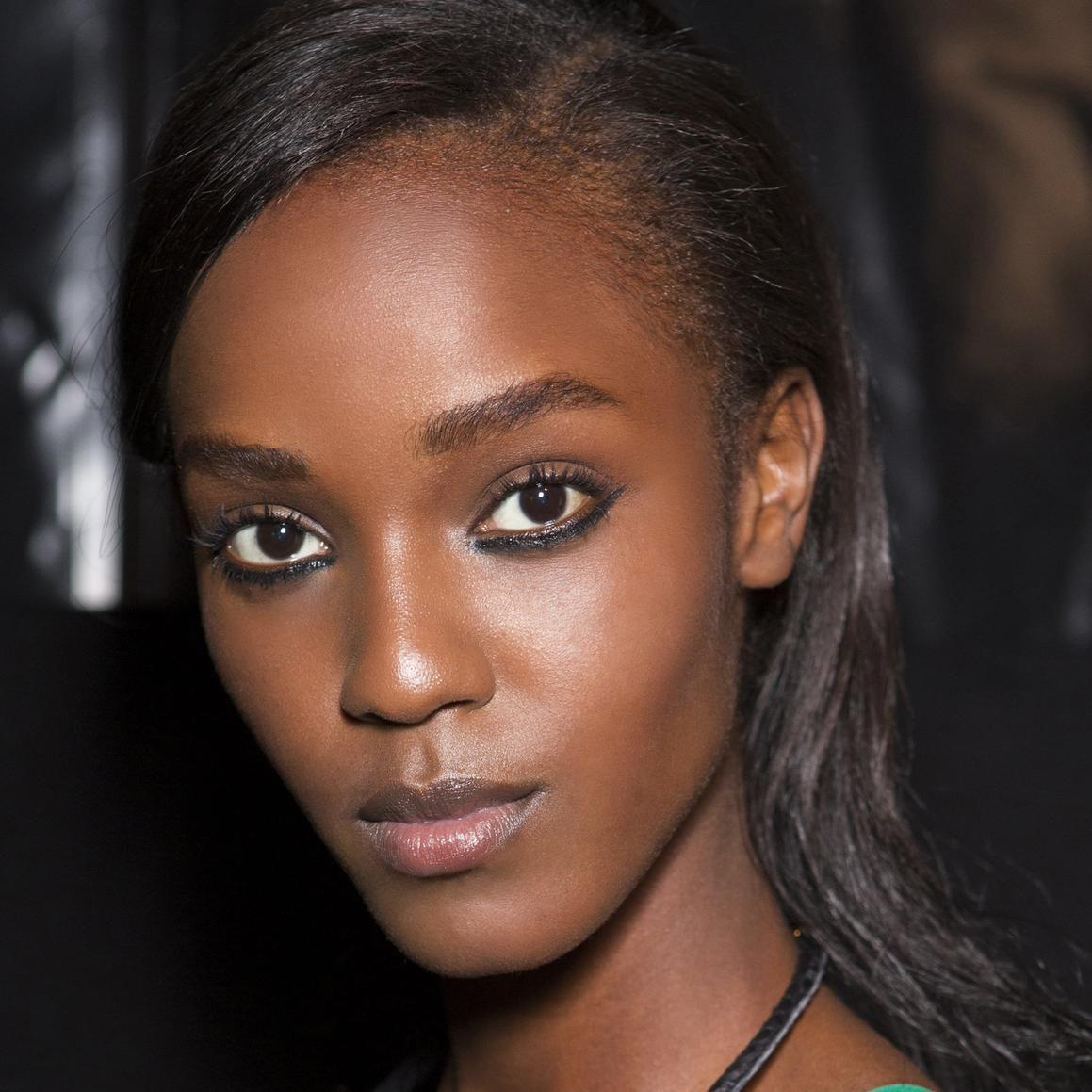 Peaux noires et métissées : 20 looks beauté à adopter sans attendre