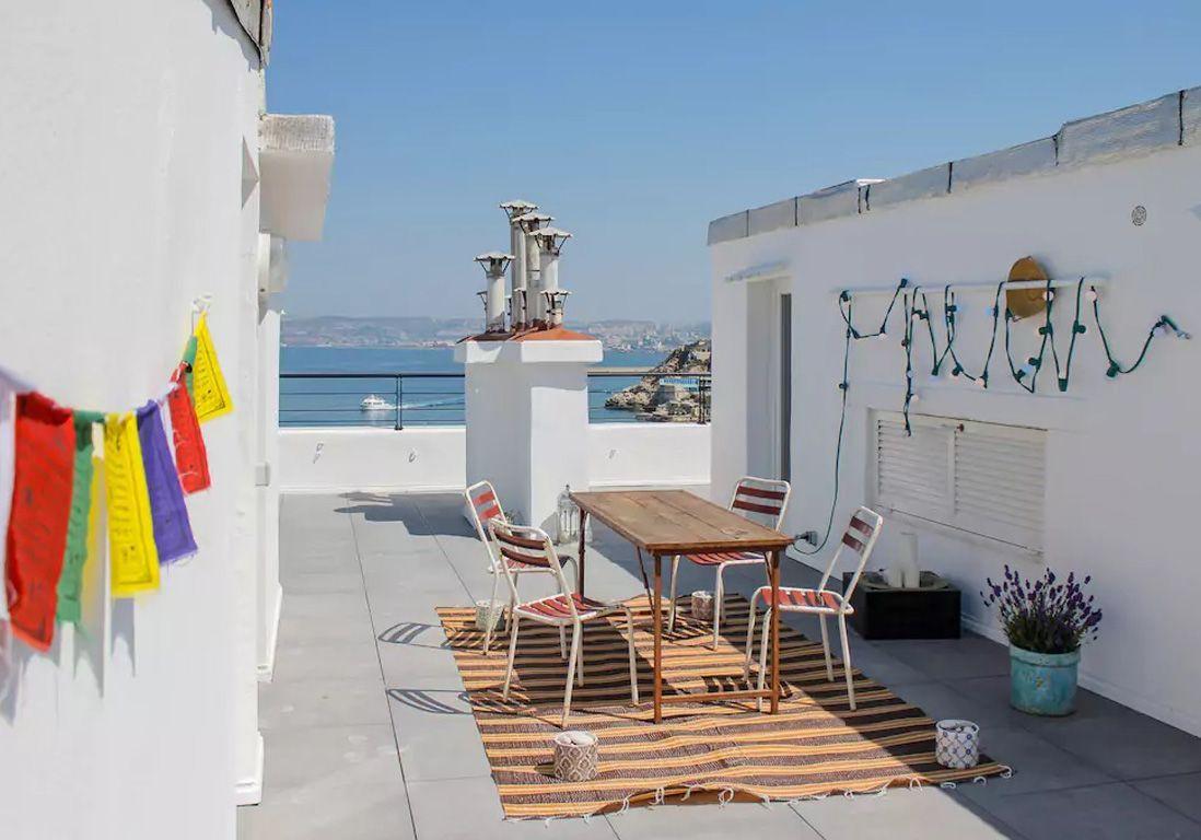 airbnb marseille 25 villas lofts et appartements de r ve louer marseille elle d coration. Black Bedroom Furniture Sets. Home Design Ideas
