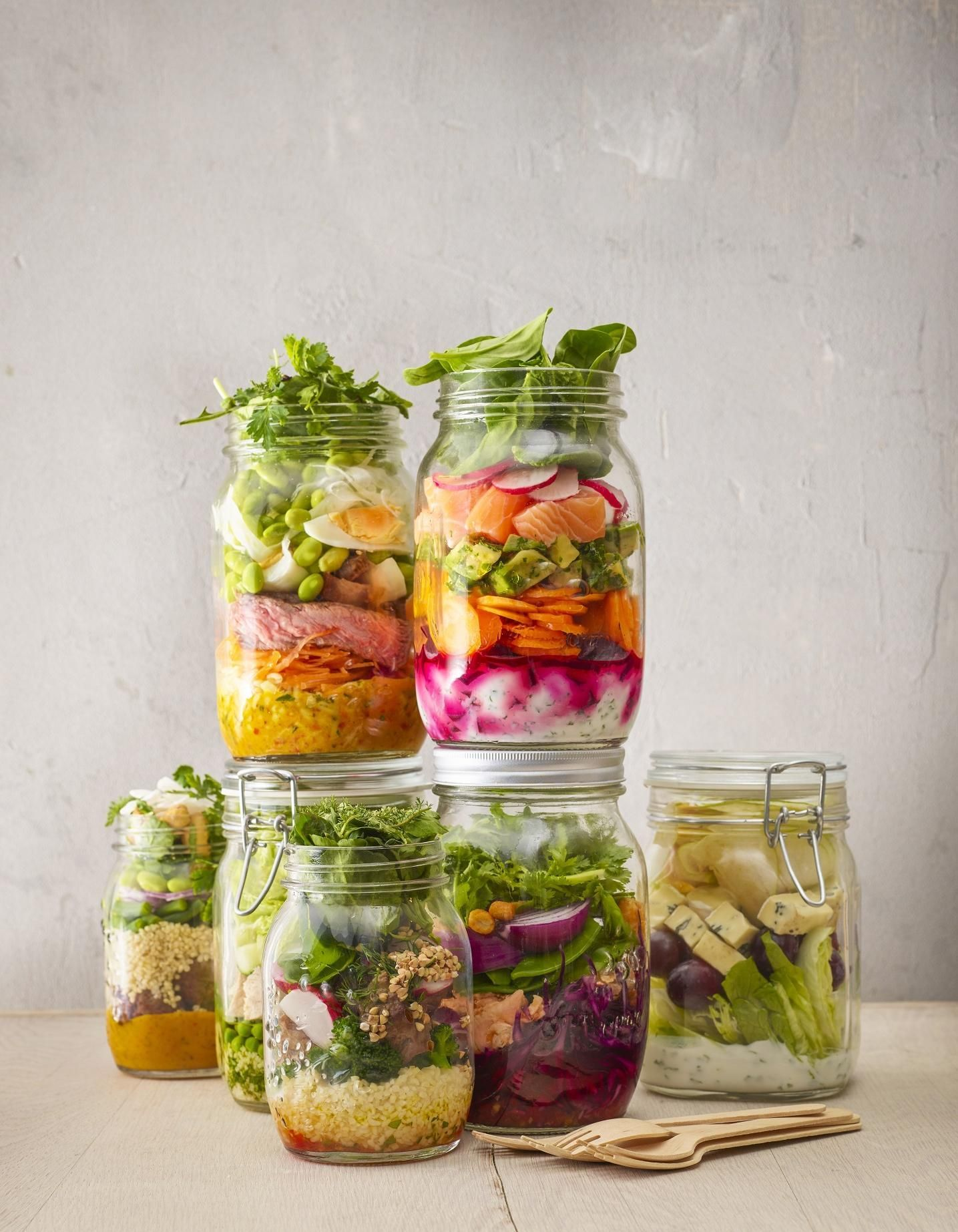 Des salades d'hiver complètes qui changent de la soupe