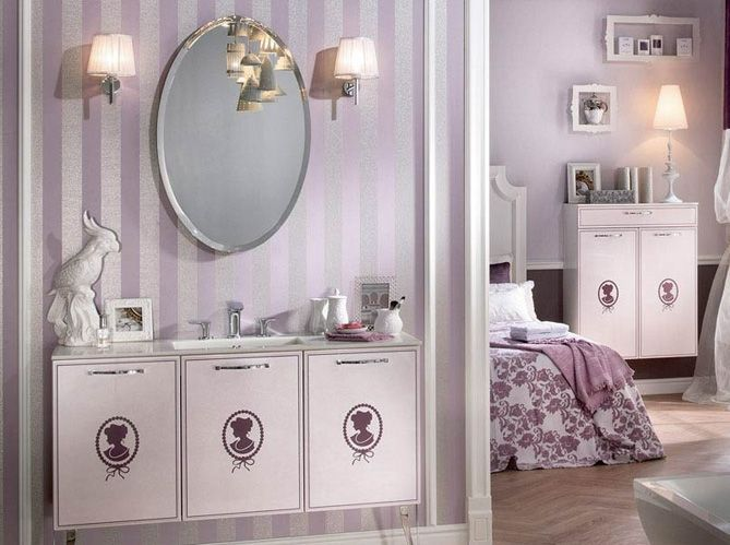 Les appliques de chaque côté du miroir (image_3)