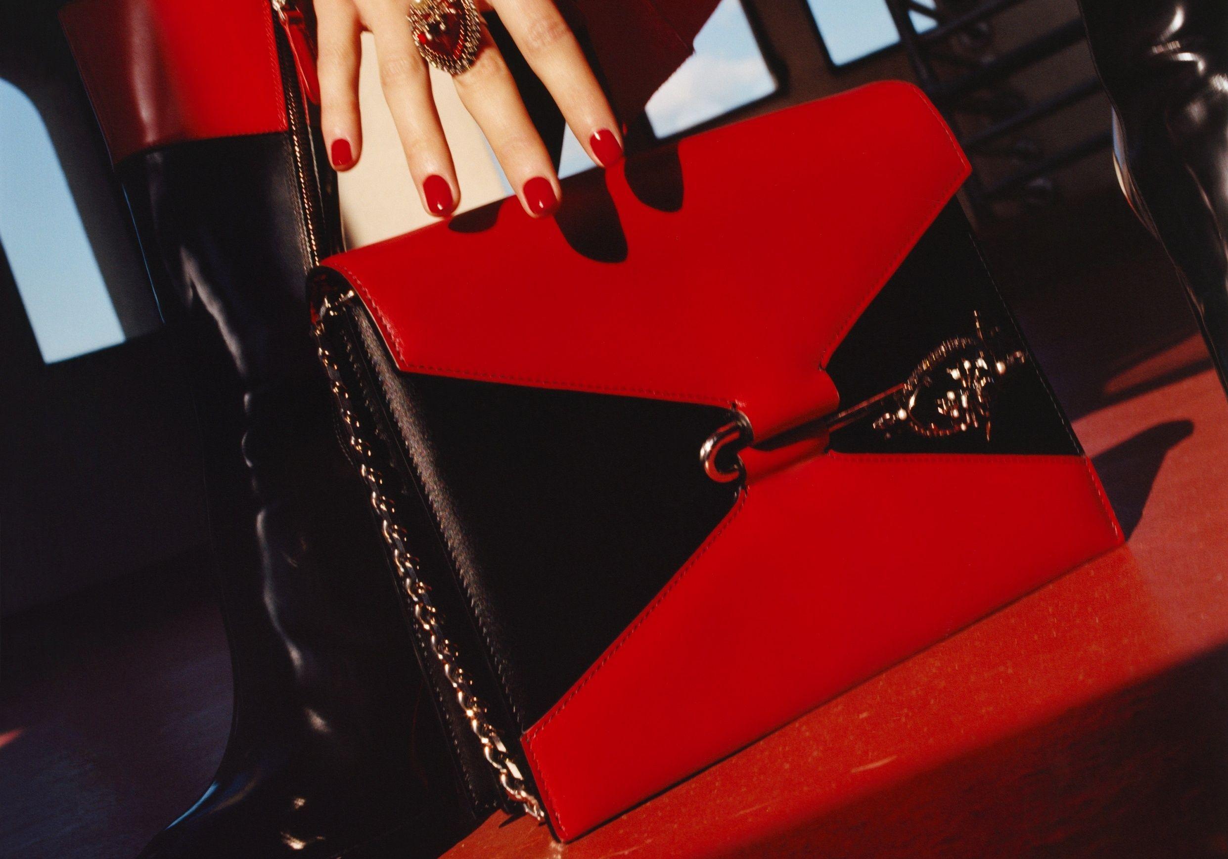 L'instant mode : l'élégante désinvolture du Pin Bag d'Alexander McQueen