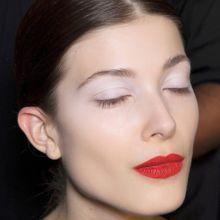 Base de fard à paupières : le nouveau geste pour faire durer son maquillage