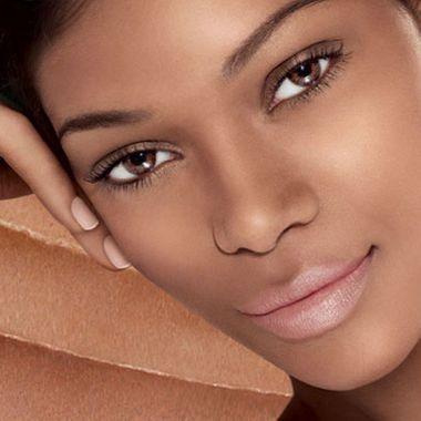 Les 5 indispensables du maquillage nude sur peau noire ou métissée