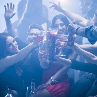 Binge drinking : le phénomène augmente chez les étudiantes