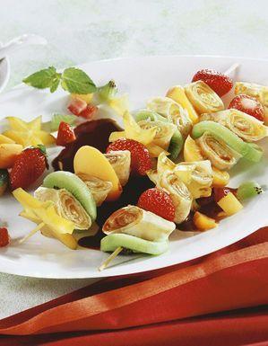 Brochettes de crêpes et de fruits au chocolat