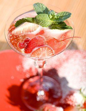 Cocktail punch à la fraise et rhum