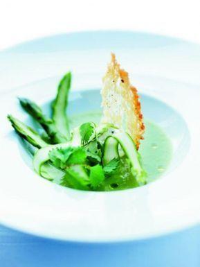 Gaspacho d'asperges vertes, brousse de brebis à la pimprenelle
