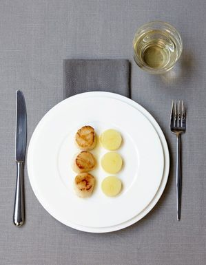 Saint-Jacques rôties, palets de pommes de terre confites