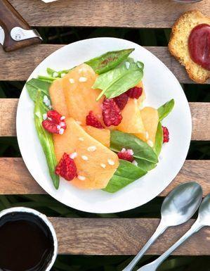 Salade melon-framboises à l'oseille
