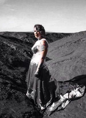 Après son divorce, cette femme décide de détruire sa robe de mariée !