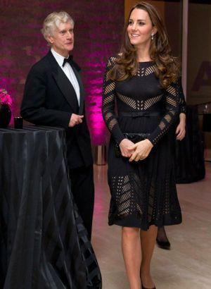 Kate Middletonen robe moulante : son ventre s'arrondit!