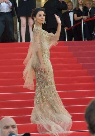 Cannes 2017 : Eva Longoria, star de la montée des marches du 22 mai