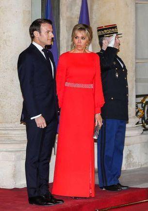 Brigitte Macron aux côtés d'Hélène Rollès et Alain Delon pour un dîner d'Etat pour le président chinois