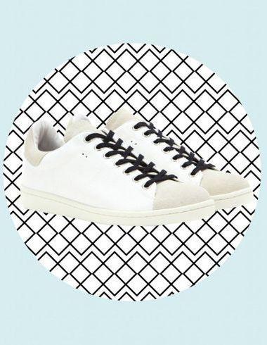 Trouver basket blanche à son pied