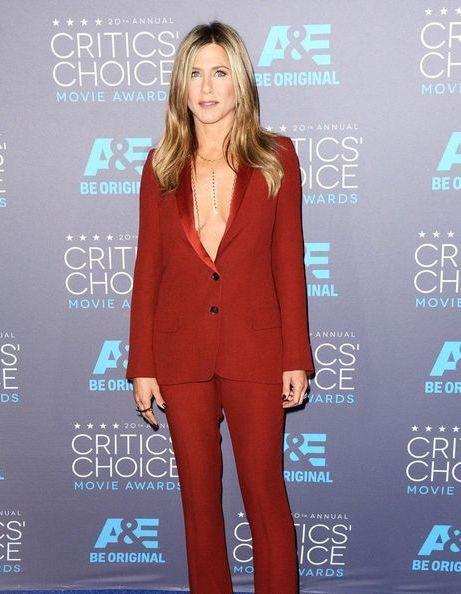 Pourquoi on adore le side boob de Jennifer Aniston aux Critics' Choice Awards