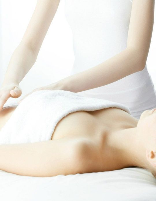 Massage du ventre : on a testé 4 adresses