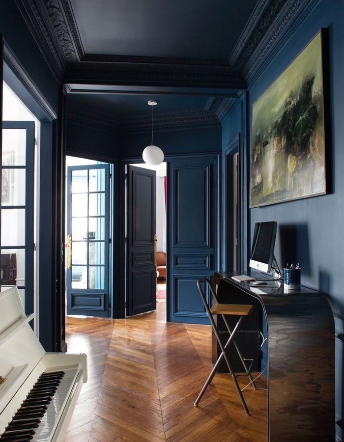 Le bleu marine débarque dans la maison