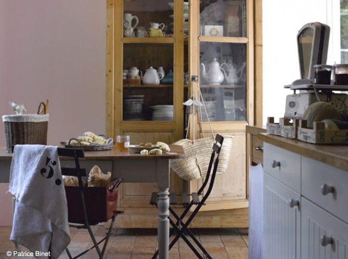 Une cuisine campagne esprit brocante