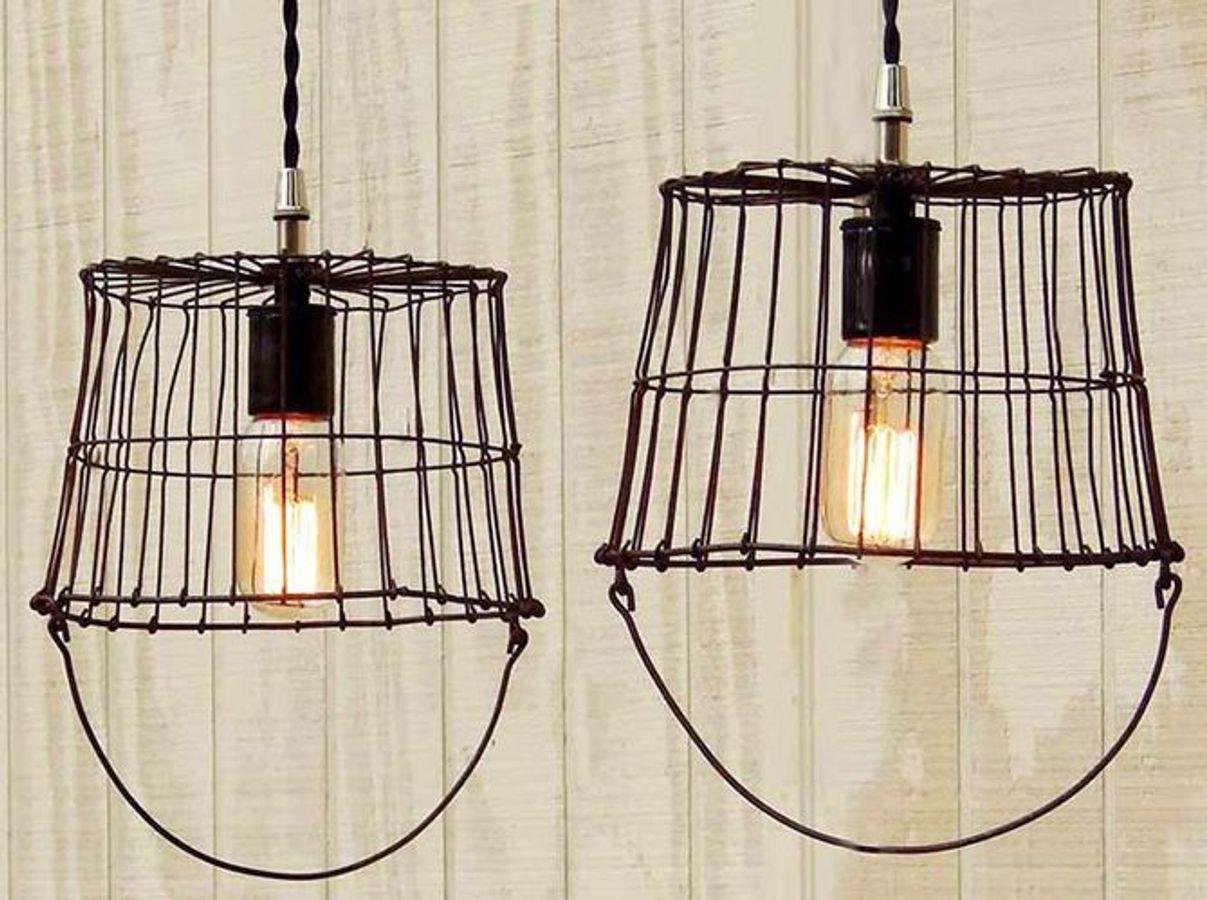 Lámparas hechas con cestos de alambre