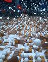 L'anti-blues du dimanche soir : 2 000 balles de ping-pong dans les airs