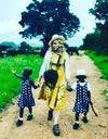 Madonna présente Stelle et Estere, les jumelles qu'elle a adoptées au Malawi