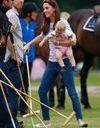 Le look du jour: Kate Middleton et le prince George, supporters de choc face au prince William
