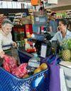 Âge et solitude : des caisses de supermarché dédiées aux bavardages