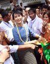 Aung San Suu Kyi attire les foules lors de sa tournée