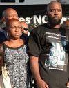 Le père de Michael Brown demande l'apaisement pour l'enterrement de son fils