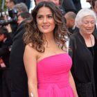 Cannes 2014 : Salma Hayek voit la vie en rose sur le tapis rouge