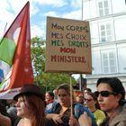 Pourquoi les féministes ont-elles manifesté devant Matignon ?