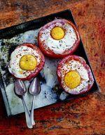 Tomates cœur de bœuf, œufs cocotte, coulis d'estragon
